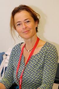 Lächelnde Frau um die 50